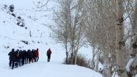 Gümüşhaneli dağcılar kar altında yürüdü