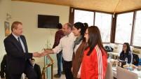 Vali Yavuz, başarılı sporcularla buluştu