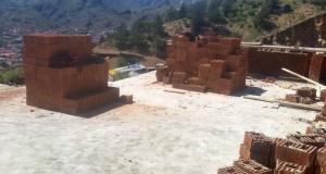 Gümüşhane Belediyesi kaçak yapıyı yıktı