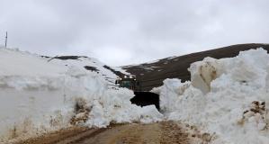 Gümüşhane'de mart ayında karla mücadele devam ediyor