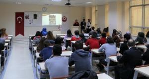 Rektör Zeybek, öğrencilerle buluştu