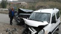 Gümüşhane'de iki araç kafa kafaya çarpıştı: 6 yaralı