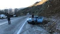 İkisu-Şiran yolunda buzlanmalar kazalara davetiye çıkarıyor