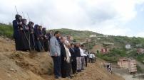 Kürtün'de meyve fidanları toprakla buluştu