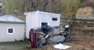 Kürtün'de otomobil takla attı: 2 yaralı