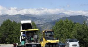 İl Özel İdaresi ekipleri 3 koldan asfalt çalışması yapıyor