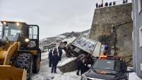 Gümüşhane'de çöp kamyonu devrildi: 1 yaralı