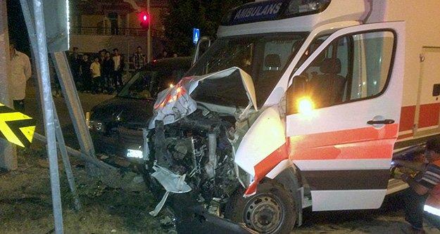 Kazaya giden ambulans kaza yaptı