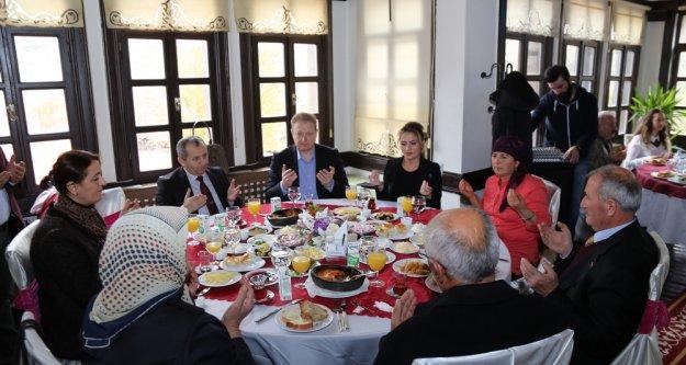 Gümüşhane'de şehit aileleri ve gazilerle kahvaltı düzenlendi