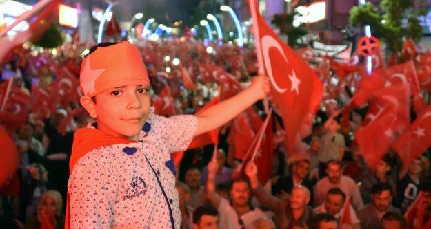 Gümüşhane'de binlerce kişinin katılımıyla 'Demokrasi Yürüyüşü' gerçekleştirildi