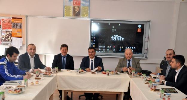 Dumlupınar İlkokulu/Ortaokulunda Kitap Meclisi Yapıldı