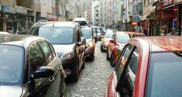 'Park yeri problemi ve trafik keşmekeşi devam ediyor'