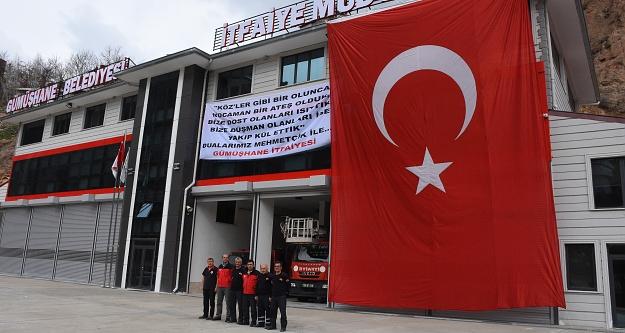 Zeytin Dalı'na destek için dev Türk bayrağı astılar