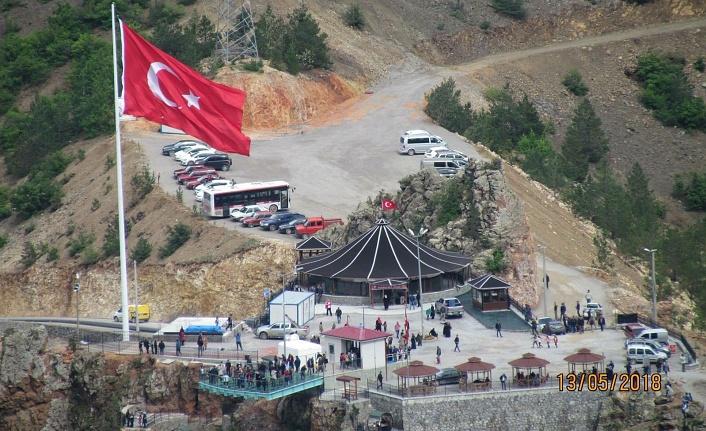 Torul Kalesi Cam Seyir Terası Belediye'ye kiralandı