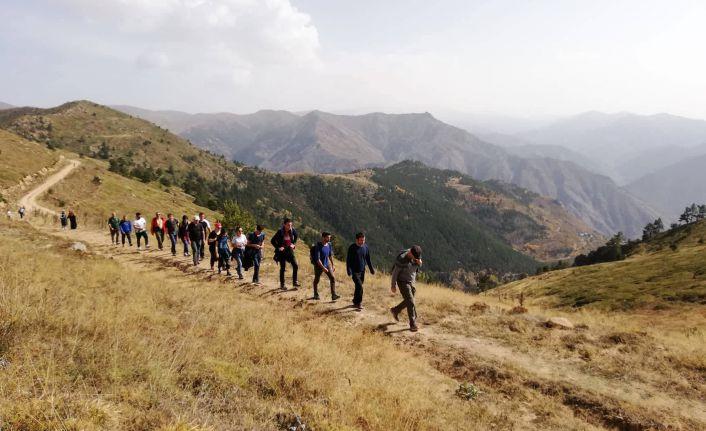 Gümüşhaneli dağcılardan sonbahar yürüyüşü