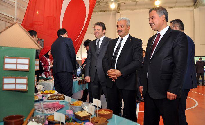 Türk Telekom Fen Lisesinde TÜBİTAK 4006 Bilim Fuarı Açıldı