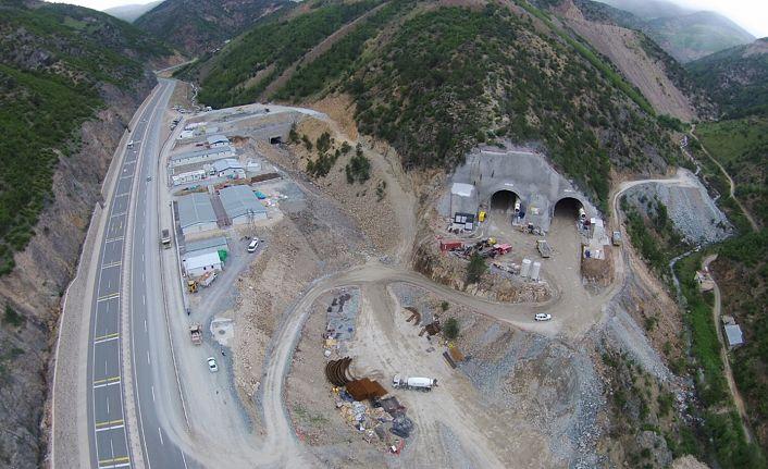 Yeni Zigana tünelinde kazı oranı yüzde 61,5, kaplama betonu imalatı oranı yüzde 35 seviyesinde