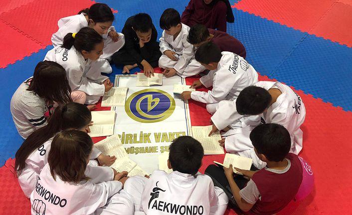 Birlik Vakfı spor yaptırırken kitap okutturuyor