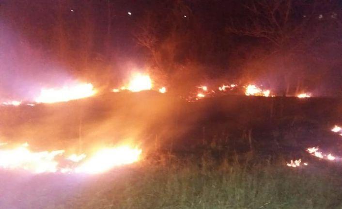 Bağlarbaşı mahallesinde örtü yangını