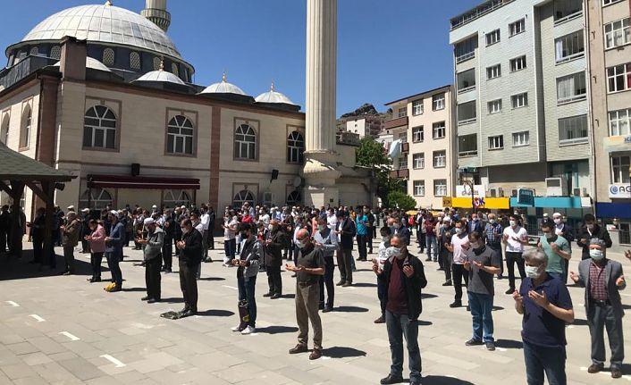 Filistin'deki şehitler için gıyabi cenaze namazı kılındı