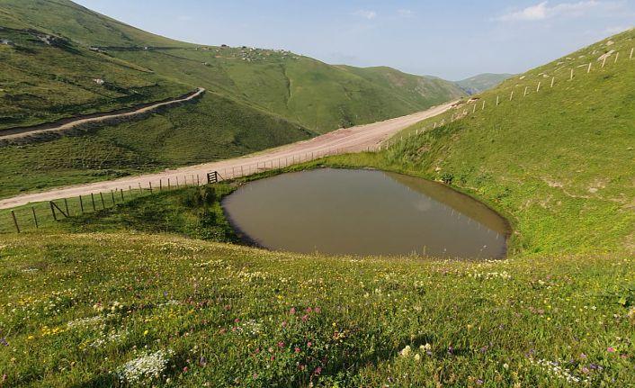Dumanlı Dipsiz Göl'den eşsiz manzaralar