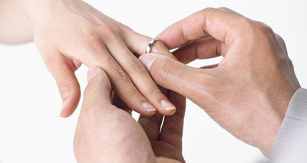 Evlilikte Yaş Artıyor, Sayı Düşüyor