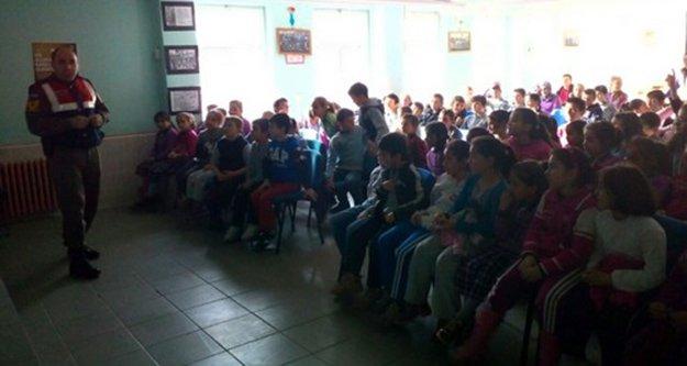Jandarma'dan köy okullarında trafik eğitimi