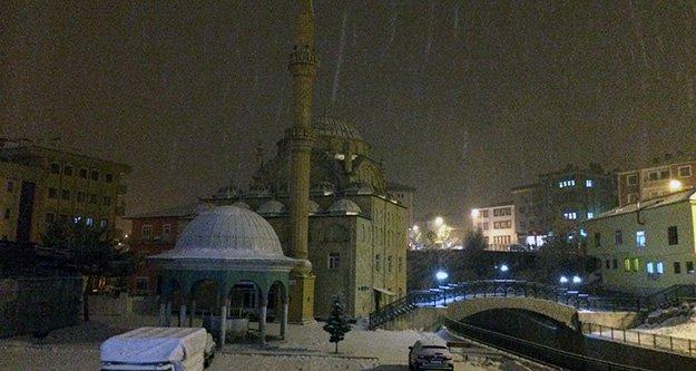 Kelkit'te kar yağışı başladı