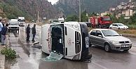 Torul'da minibüs yan yattı:  4 yaralı