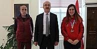 Kayaoğlu madalyasını Rektör Zeybeke hediye etti