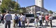 Gümüşhanede vatandaşlar çimento fabrikasına giriş çıkışı kapattı