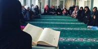 Kadınlar 'Camide bir vakitte buluşuyor
