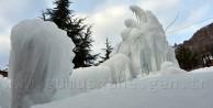 Gümüşhane'de Suyu Patlayan Mezarlık Buz Kesti