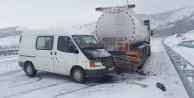 Kelkitte Minibüs Akaryakıt Tankerine Çarptı: 3 Yaralı