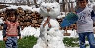 Nisan ayının son günlerinde kardan adam yaptılar