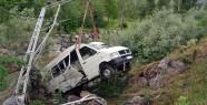 Servis Minibüsü Harşit Çayına Uçtu: 13 Yaralı