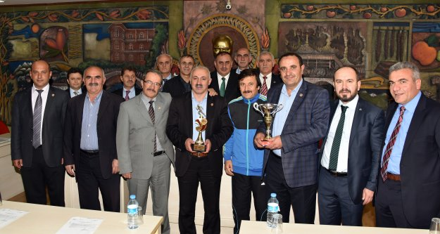 Tozlu Kupasını Meclis'e Getirdi