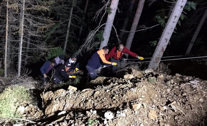 Ormanda yuvarlanan vatandaş operasyonla kurtarıldı