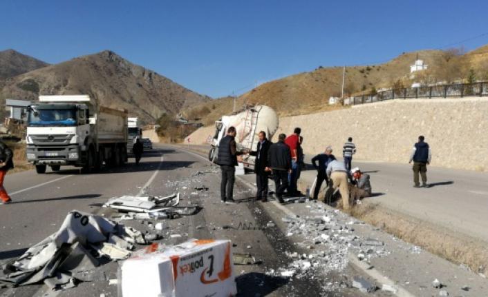 Gümüşhane-Bayburt karayolunda TIR'lar çaprıştı: 1 yaralı