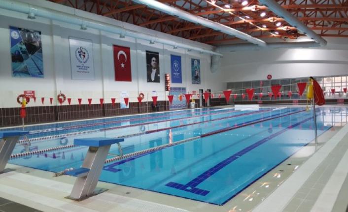 Yetişkinler için yüzme kursu başladı