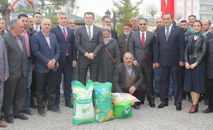 Gümüşhane'de çiftçilere 102,3 ton yem bitkisi tohumu dağıtıldı