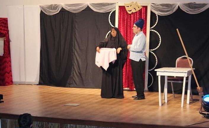 Şiran'da öğrenciler tiyatro ile buluştu
