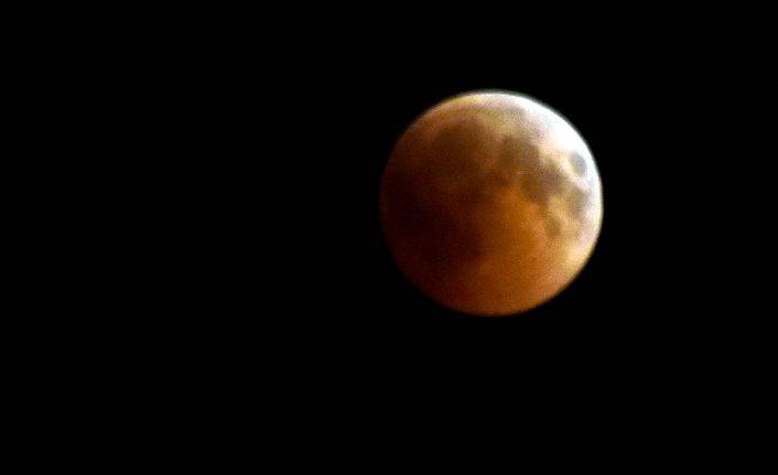 Kanlı ay tutulması Gümüşhane'de merakla izlendi