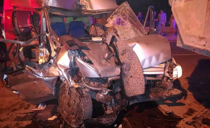 Nöbetten dönen güvenlikçiler kaza yaptı: 1 ölü, 1 yaralı