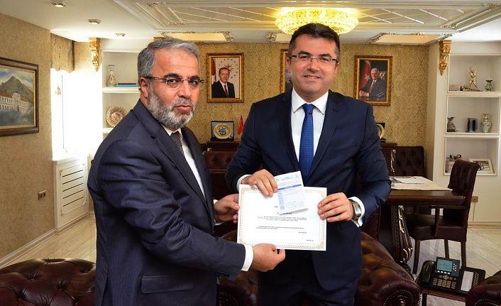 Vali Memiş Türkiye Diyanet Vakfı'na kurban bağışında bulundu