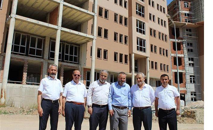 DİB Başkan Yardımcısı İşliyen, külliye inşaatını gezdi