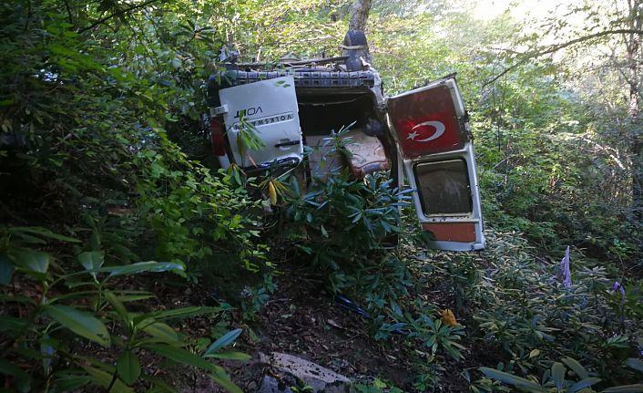 Kürtün'de minibüs uçuruma yuvarlandı: 3 ölü, 3 yaralı