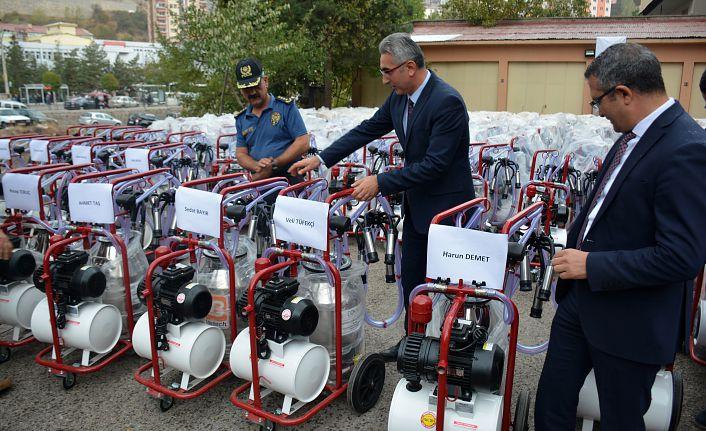 Gümüşhane'de üreticilere 180 adet süt sağım makinesi dağıtıldı