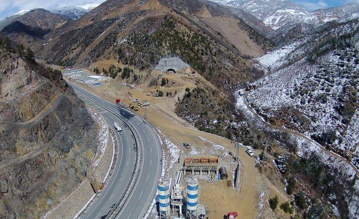 Avrupa'nın en uzun, dünyanın ikinci en uzun karayolu tünelinde yüzde 52 seviyesine ulaşıldı