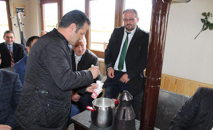Polis haftasında protokole organik süt ikram etti